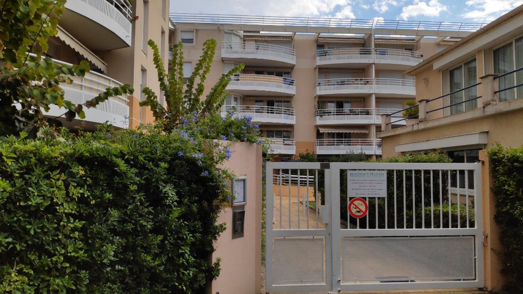 Appartement à louer 1 20m2 à Cagnes-sur-Mer vignette-9