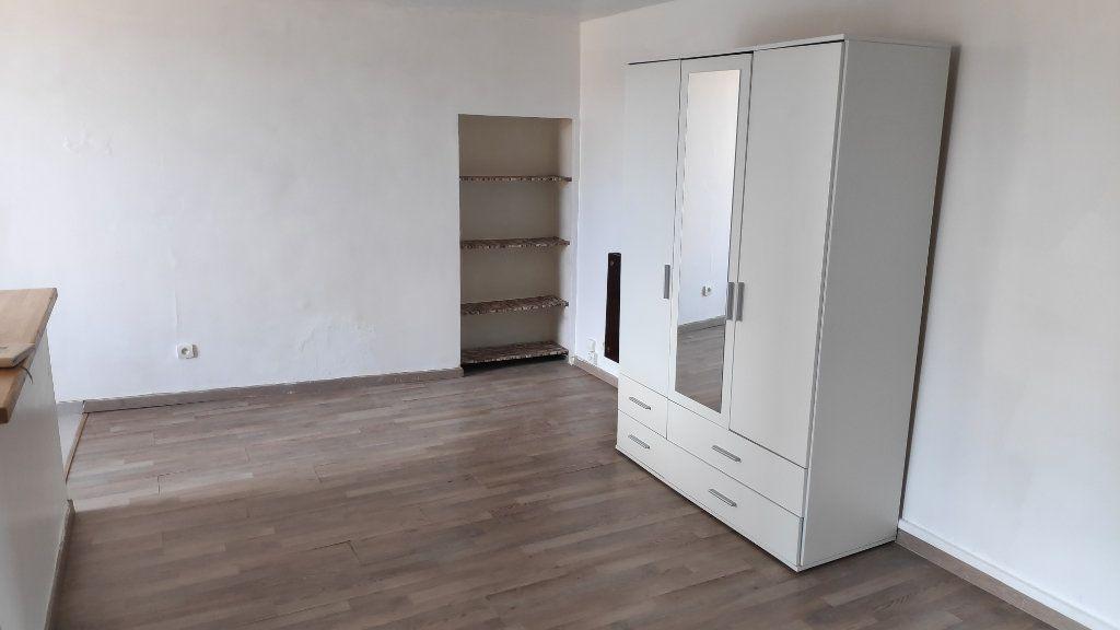 Appartement à louer 1 25m2 à Gattières vignette-1