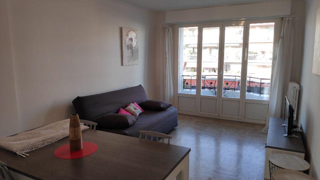 Appartement à louer 2 60m2 à Cagnes-sur-Mer vignette-3