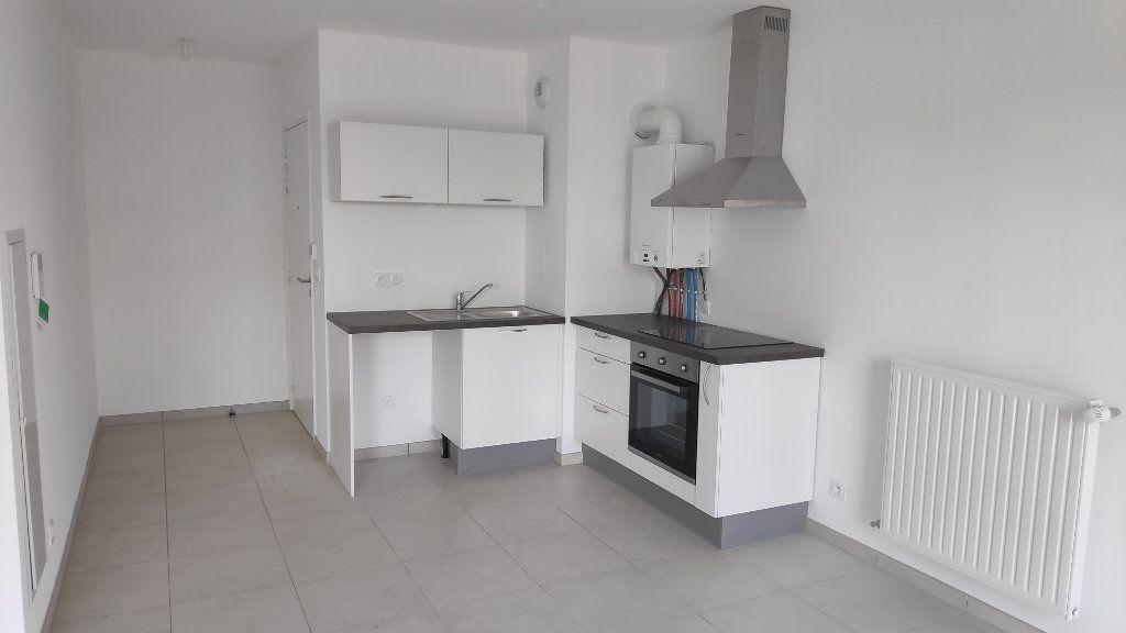 Appartement à louer 3 56m2 à Saint-Laurent-du-Var vignette-1
