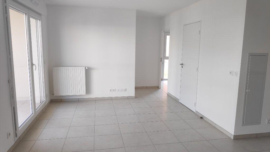 Appartement à louer 3 56m2 à Saint-Laurent-du-Var vignette-3