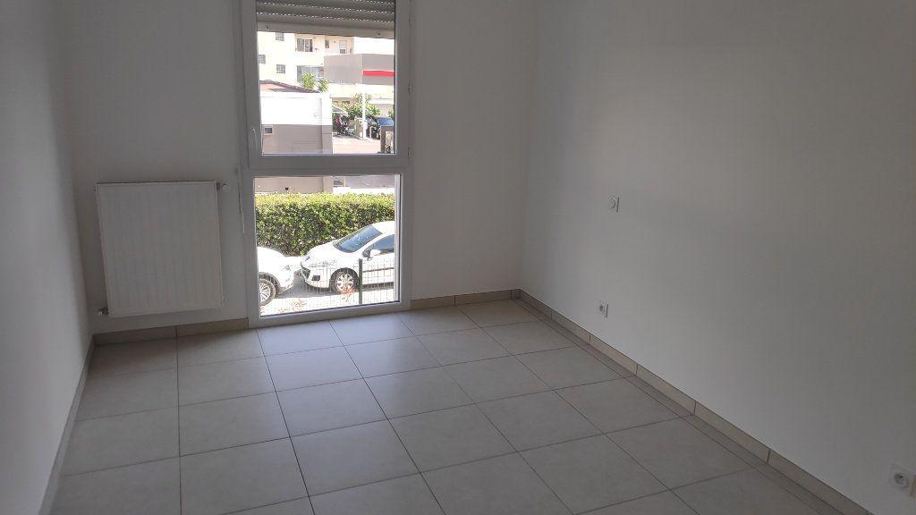 Appartement à louer 3 56m2 à Saint-Laurent-du-Var vignette-5