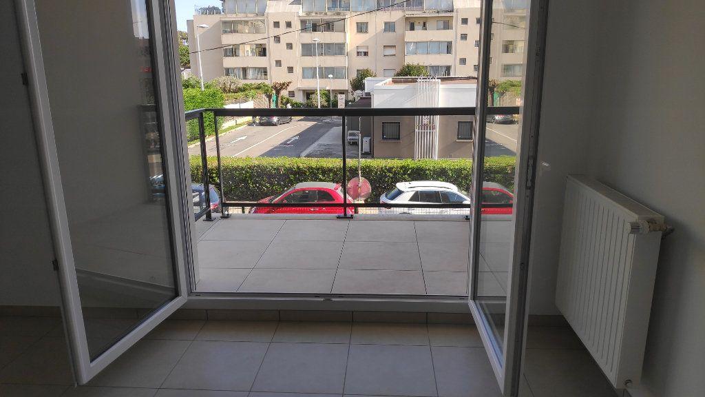 Appartement à louer 3 56m2 à Saint-Laurent-du-Var vignette-7