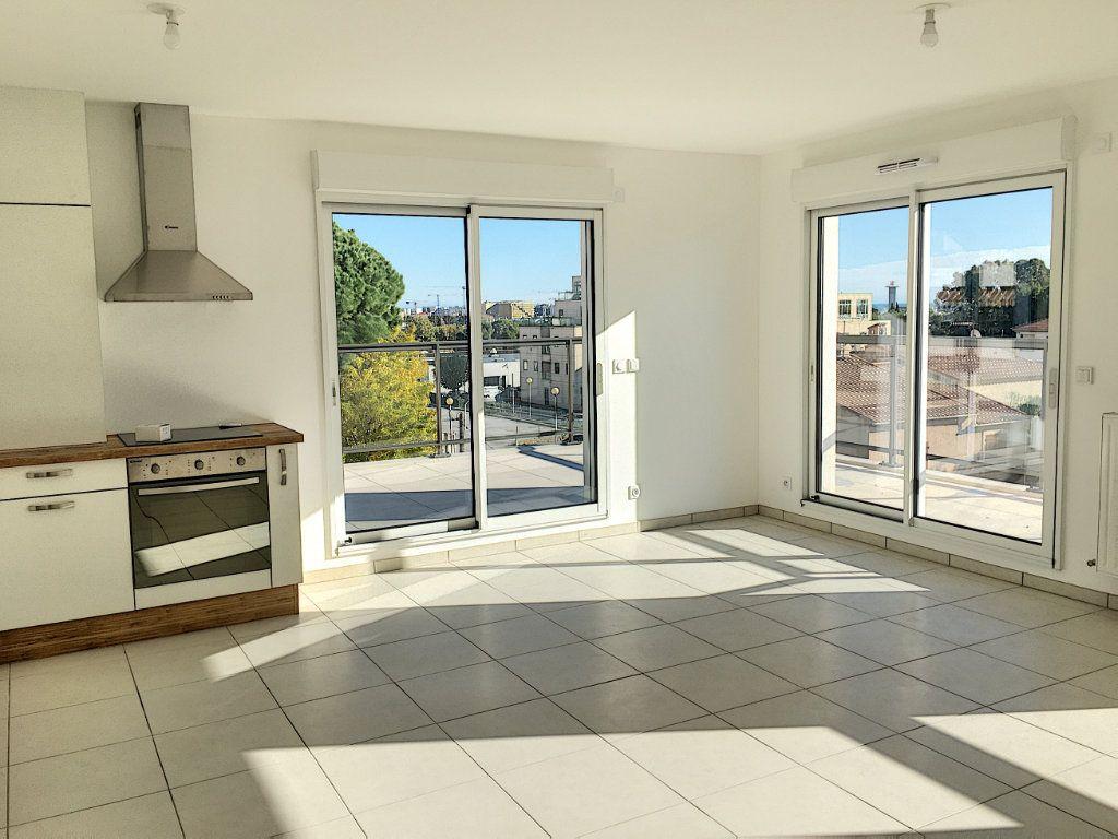 Appartement à vendre 3 71.9m2 à Saint-Laurent-du-Var vignette-1