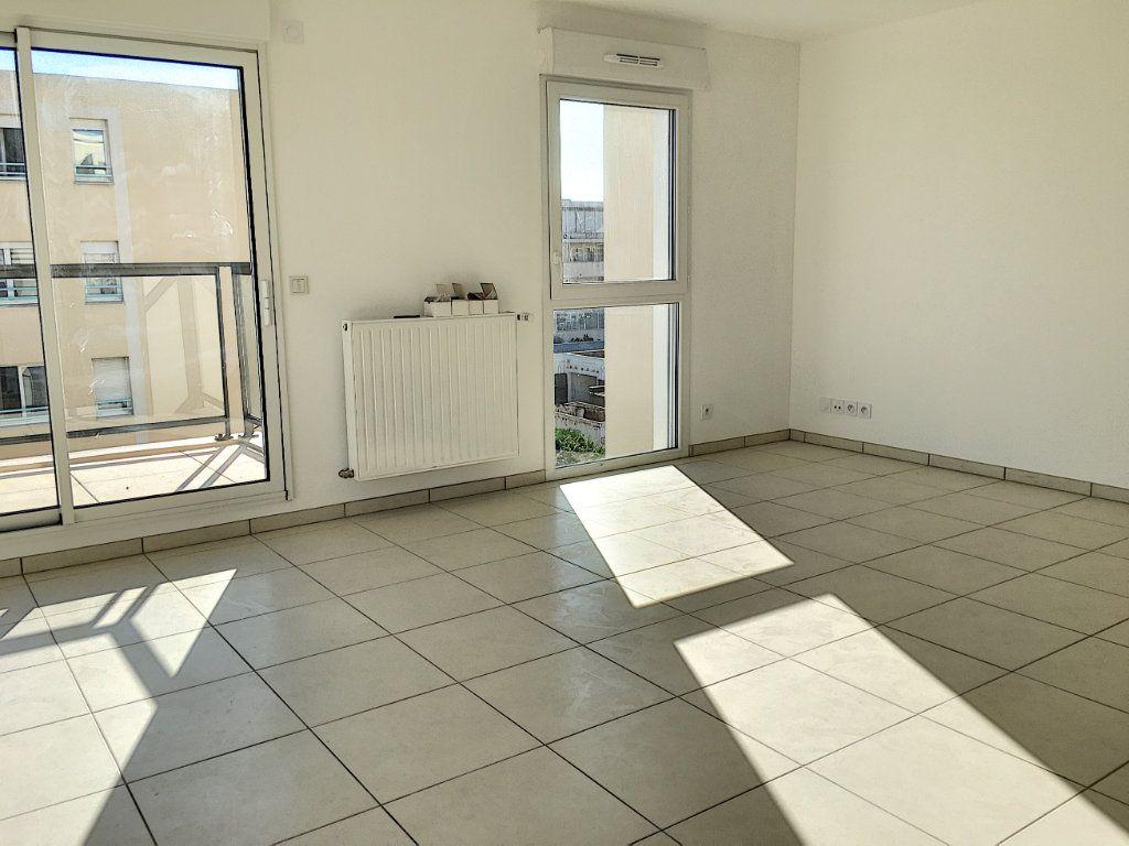 Appartement à vendre 3 71.9m2 à Saint-Laurent-du-Var vignette-2