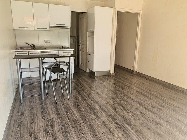 Appartement à vendre 1 22m2 à Saint-Laurent-du-Var vignette-1