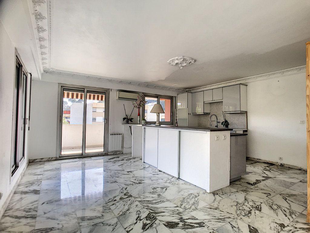 Appartement à vendre 4 110m2 à Cagnes-sur-Mer vignette-1