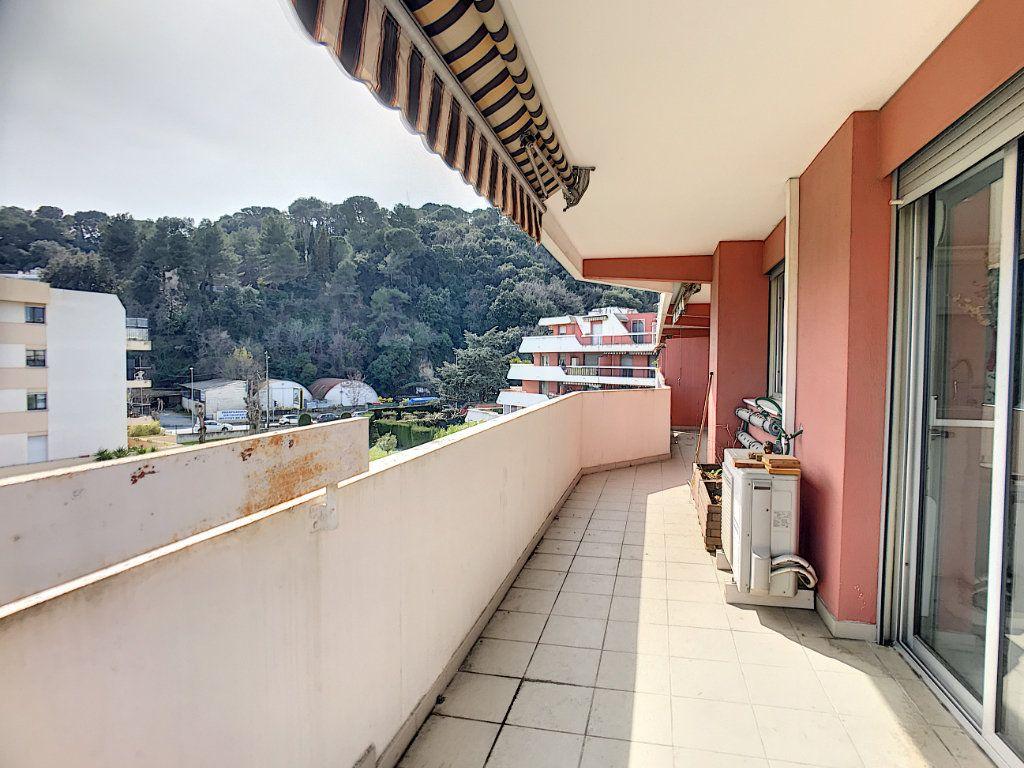 Appartement à vendre 4 110m2 à Cagnes-sur-Mer vignette-6
