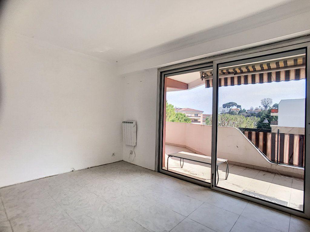 Appartement à vendre 4 110m2 à Cagnes-sur-Mer vignette-7