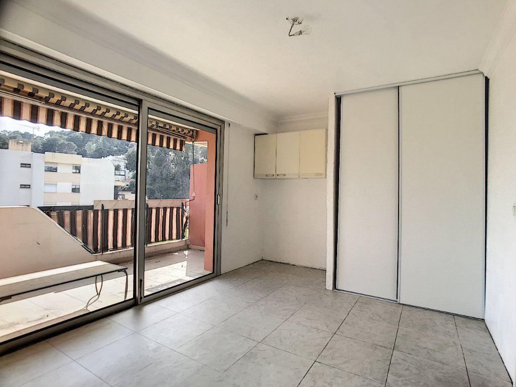Appartement à vendre 4 110m2 à Cagnes-sur-Mer vignette-8