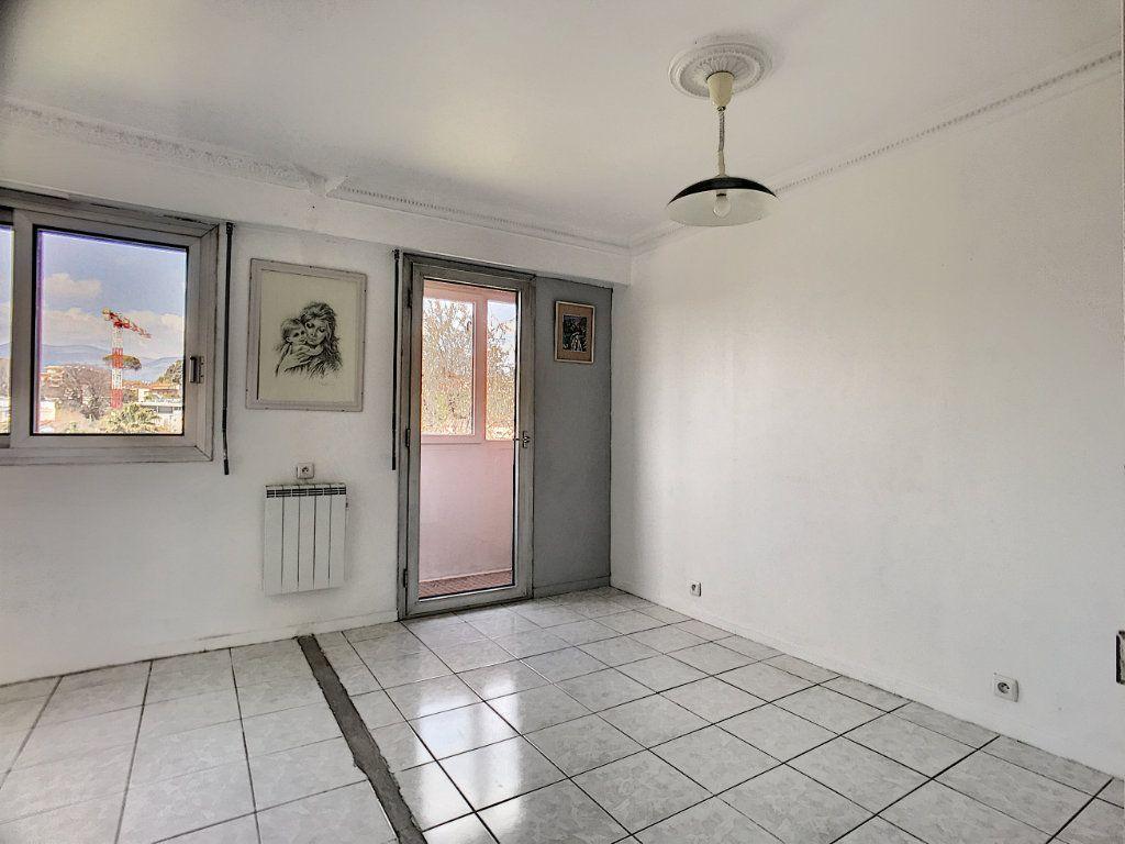 Appartement à vendre 4 110m2 à Cagnes-sur-Mer vignette-9