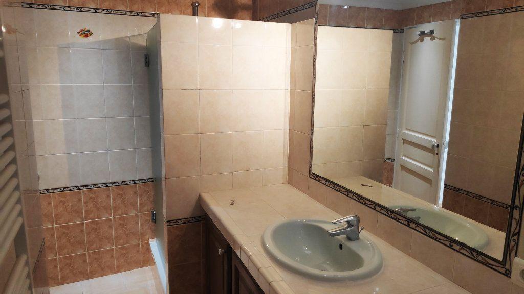Appartement à louer 3 59m2 à Vence vignette-3