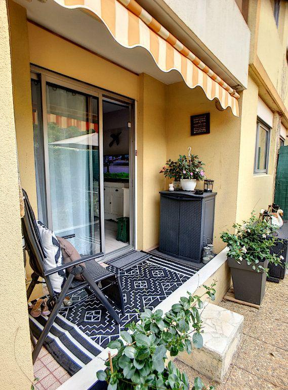 Appartement à vendre 2 27m2 à Villeneuve-Loubet vignette-1