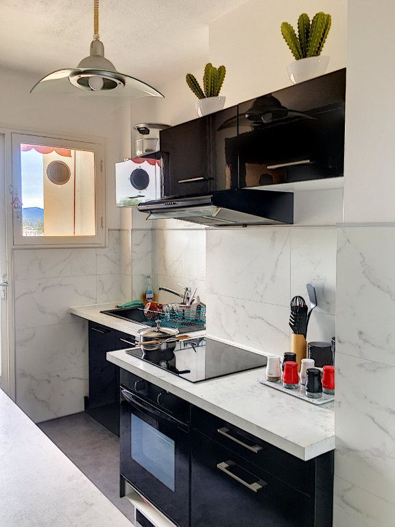 Appartement à vendre 4 81m2 à Cagnes-sur-Mer vignette-3