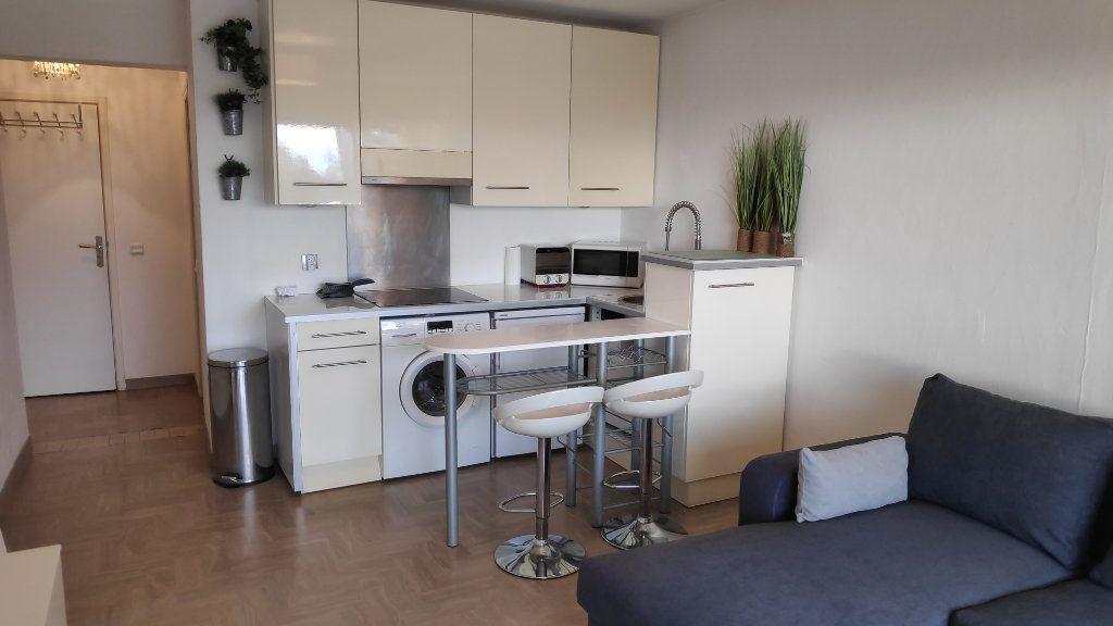 Appartement à louer 2 33m2 à Saint-Laurent-du-Var vignette-2