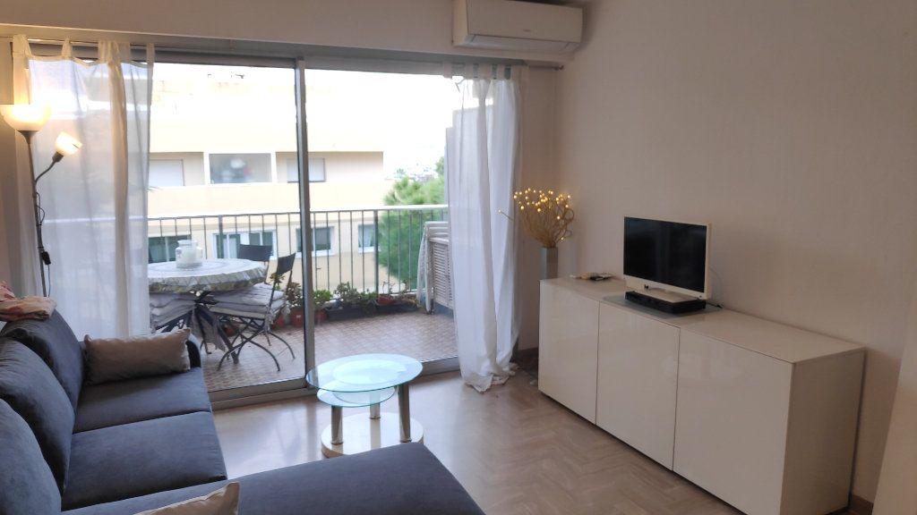 Appartement à louer 2 33m2 à Saint-Laurent-du-Var vignette-3