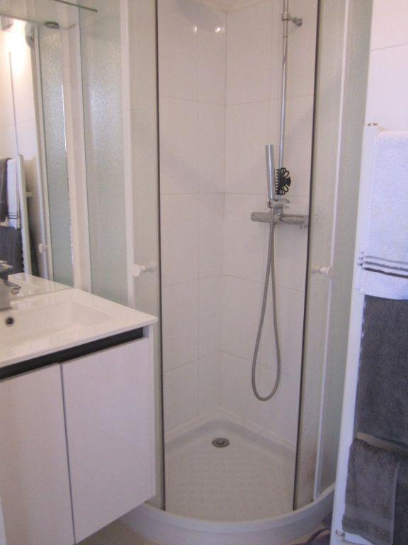 Appartement à louer 2 33m2 à Saint-Laurent-du-Var vignette-6