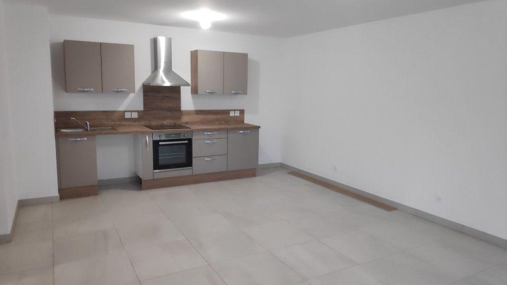 Appartement à louer 3 68m2 à Saint-Laurent-du-Var vignette-3