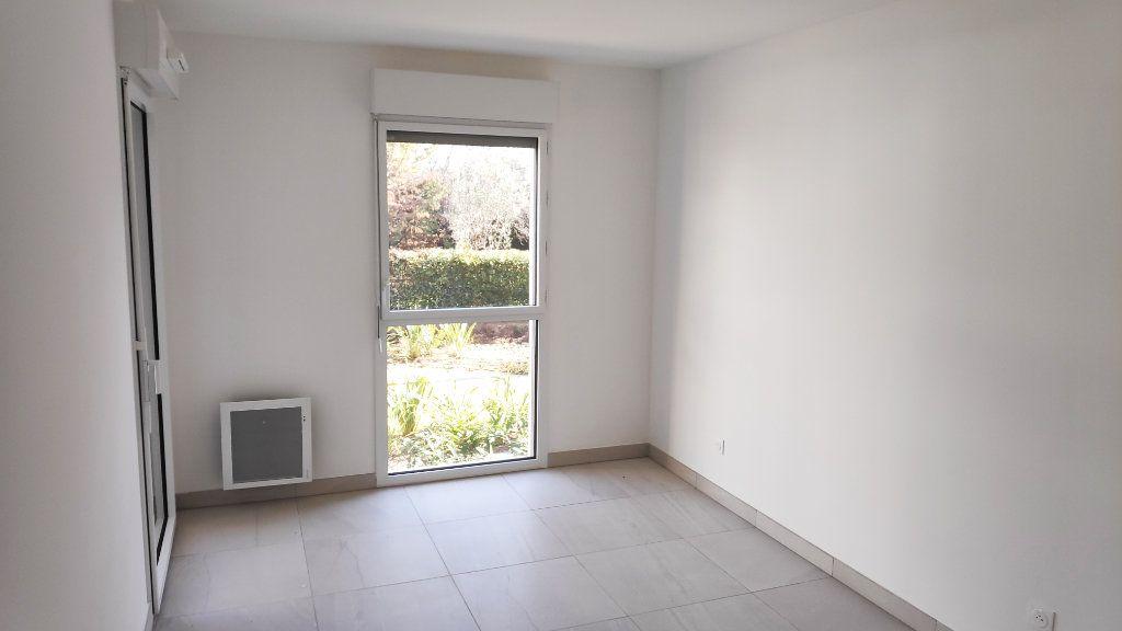 Appartement à louer 3 68m2 à Saint-Laurent-du-Var vignette-4