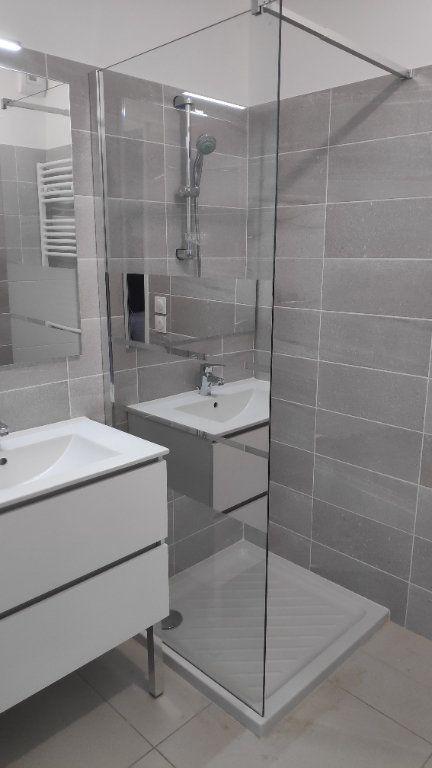 Appartement à louer 3 68m2 à Saint-Laurent-du-Var vignette-7