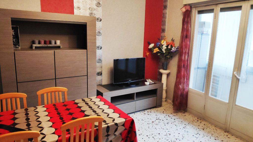 Appartement à louer 3 60m2 à Saint-Laurent-du-Var vignette-1