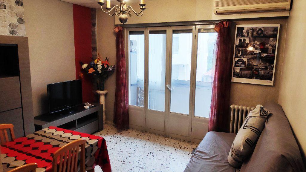Appartement à louer 3 60m2 à Saint-Laurent-du-Var vignette-2