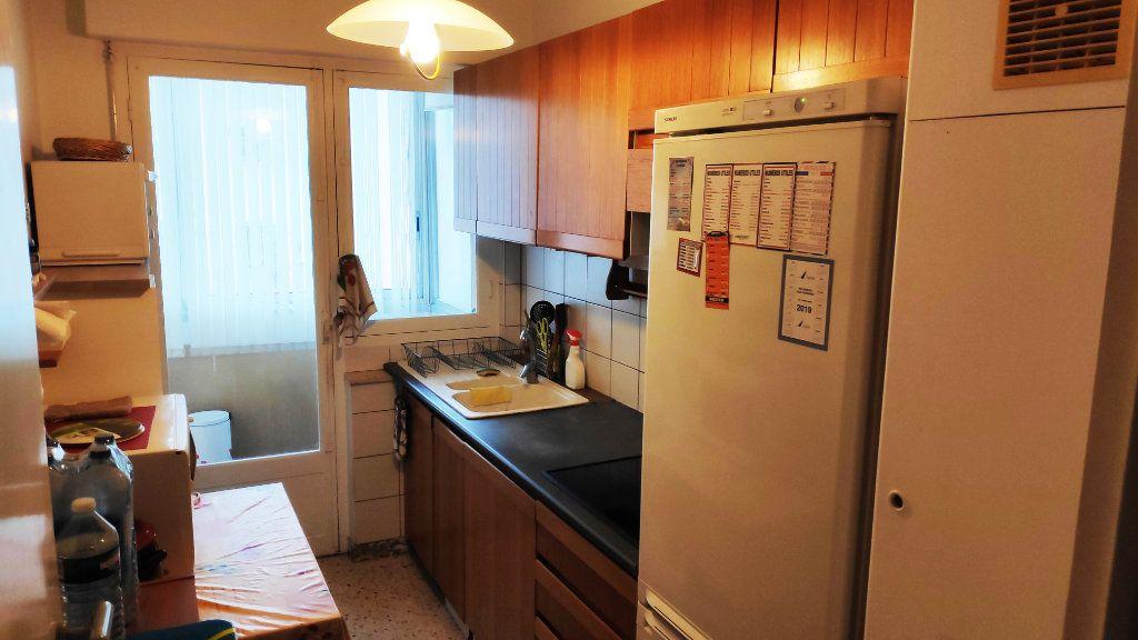 Appartement à louer 3 60m2 à Saint-Laurent-du-Var vignette-3
