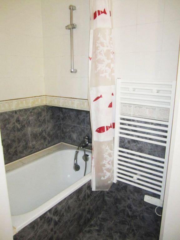 Appartement à louer 3 60m2 à Saint-Laurent-du-Var vignette-5