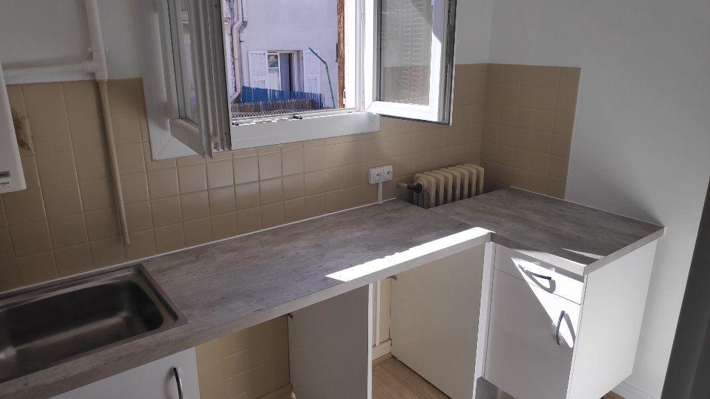 Appartement à louer 2 42m2 à Saint-Laurent-du-Var vignette-3