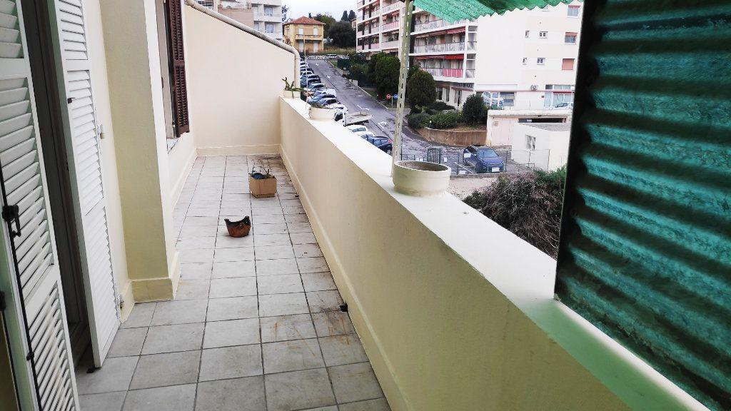 Appartement à louer 2 42m2 à Saint-Laurent-du-Var vignette-4