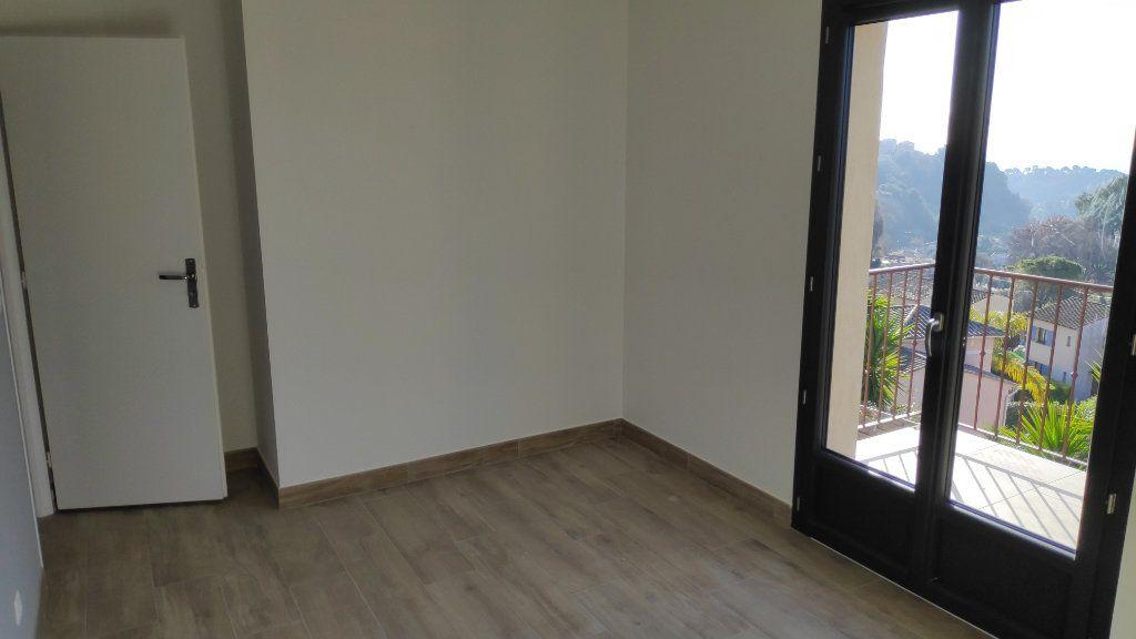 Maison à louer 4 95m2 à Cagnes-sur-Mer vignette-7