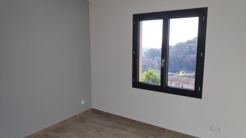 Maison à louer 4 95m2 à Cagnes-sur-Mer vignette-8