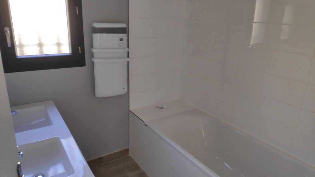 Maison à louer 4 95m2 à Cagnes-sur-Mer vignette-9