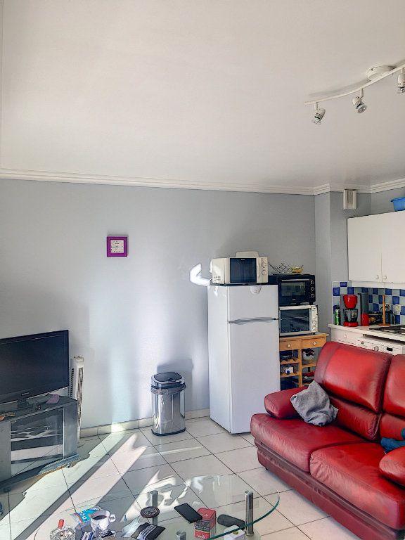 Appartement à vendre 1 32m2 à Cagnes-sur-Mer vignette-2