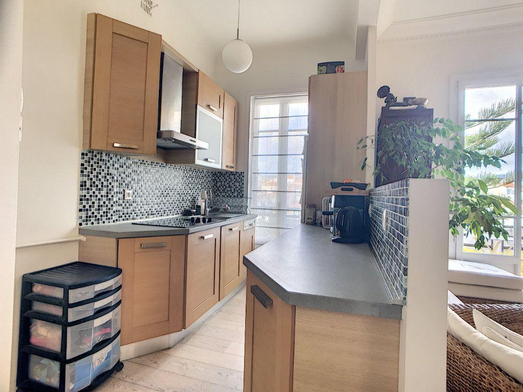 Appartement à vendre 2 58m2 à Nice vignette-3