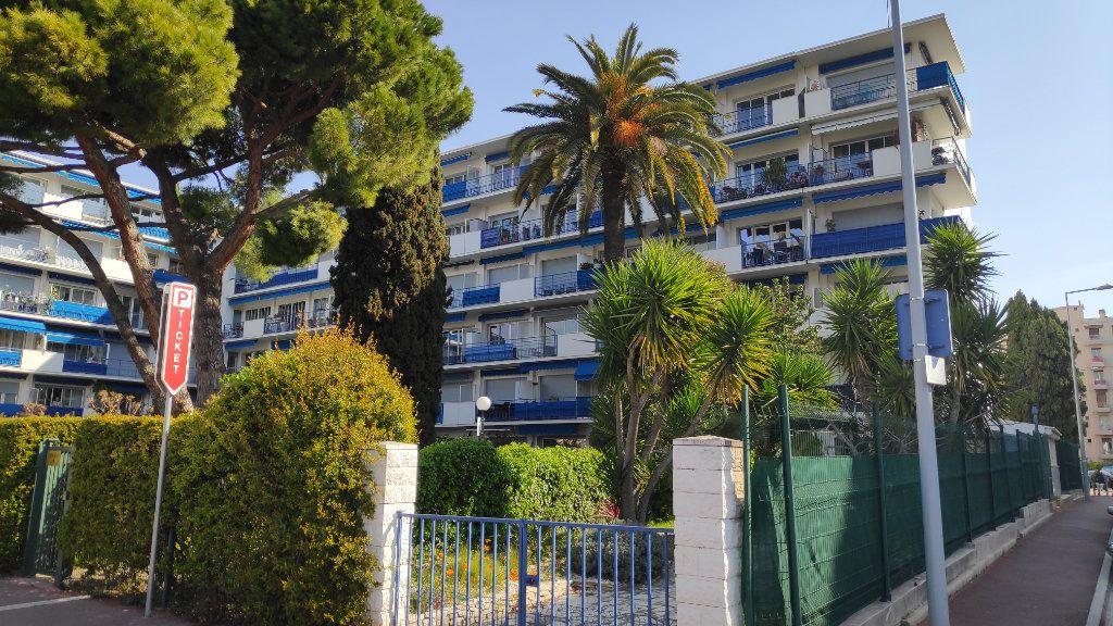Appartement à louer 1 32m2 à Cagnes-sur-Mer vignette-7