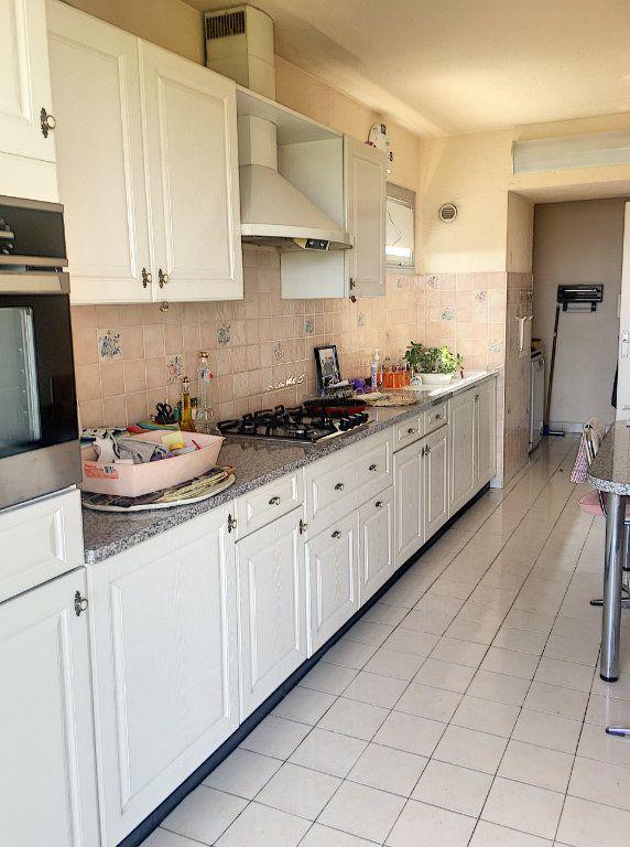 Appartement à vendre 5 125m2 à Villeneuve-Loubet vignette-3
