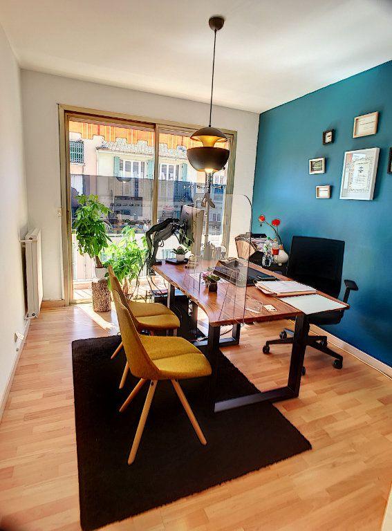 Appartement à vendre 3 75m2 à Cagnes-sur-Mer vignette-8