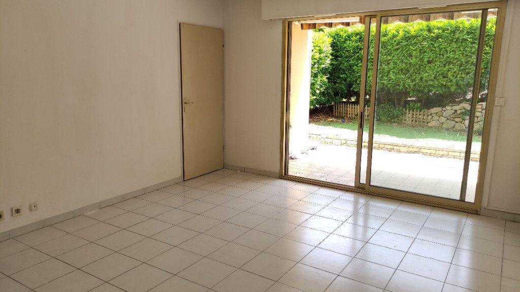 Appartement à louer 2 48m2 à Saint-Laurent-du-Var vignette-5