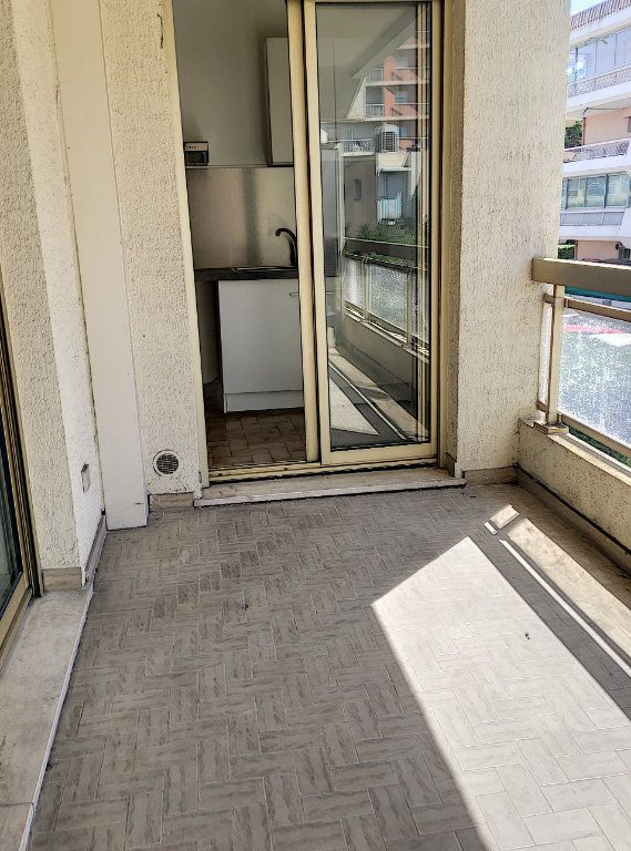 Appartement à vendre 1 28m2 à Cagnes-sur-Mer vignette-1