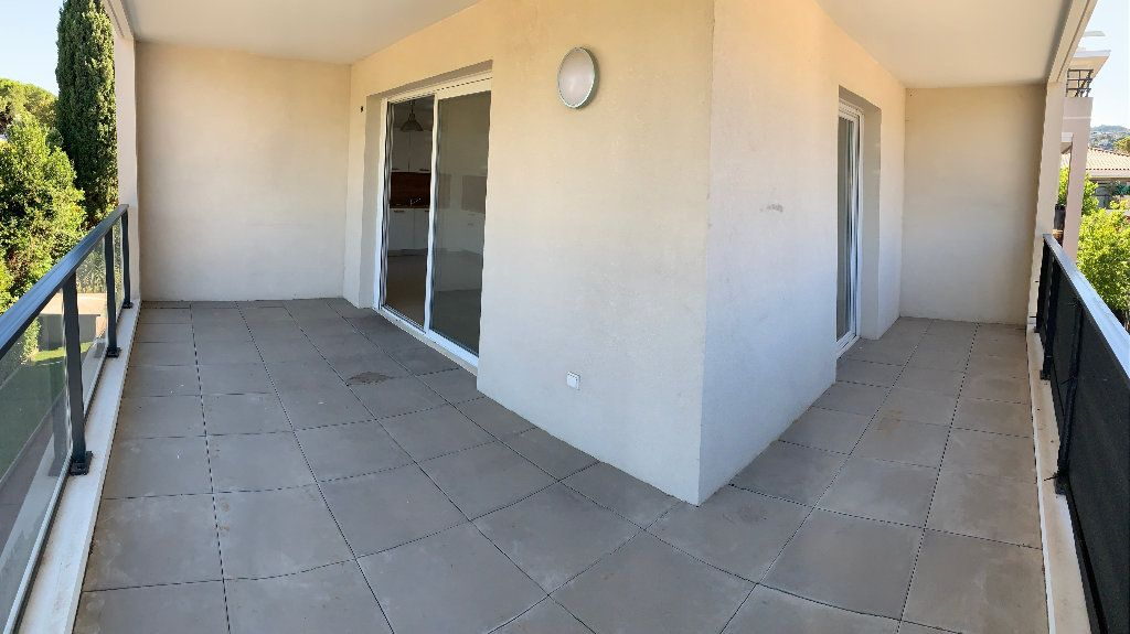 Appartement à louer 3 64.04m2 à Mandelieu-la-Napoule vignette-1