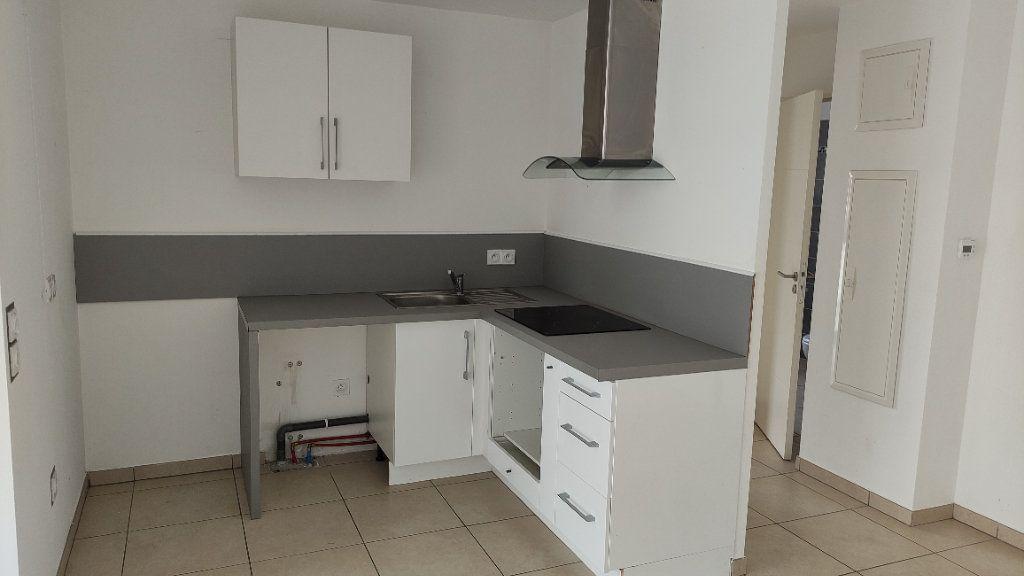 Appartement à louer 2 43m2 à Saint-Laurent-du-Var vignette-4