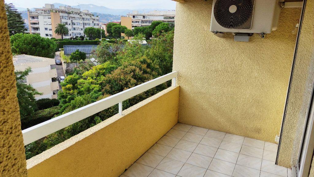 Appartement à louer 2 47m2 à Nice vignette-5