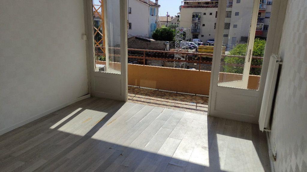 Appartement à louer 3 53m2 à Saint-Laurent-du-Var vignette-2