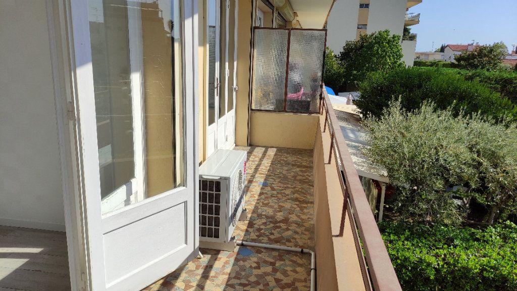 Appartement à louer 3 53m2 à Saint-Laurent-du-Var vignette-3