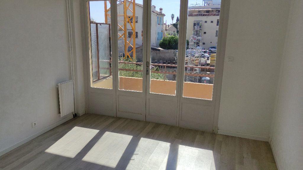 Appartement à louer 3 53m2 à Saint-Laurent-du-Var vignette-5