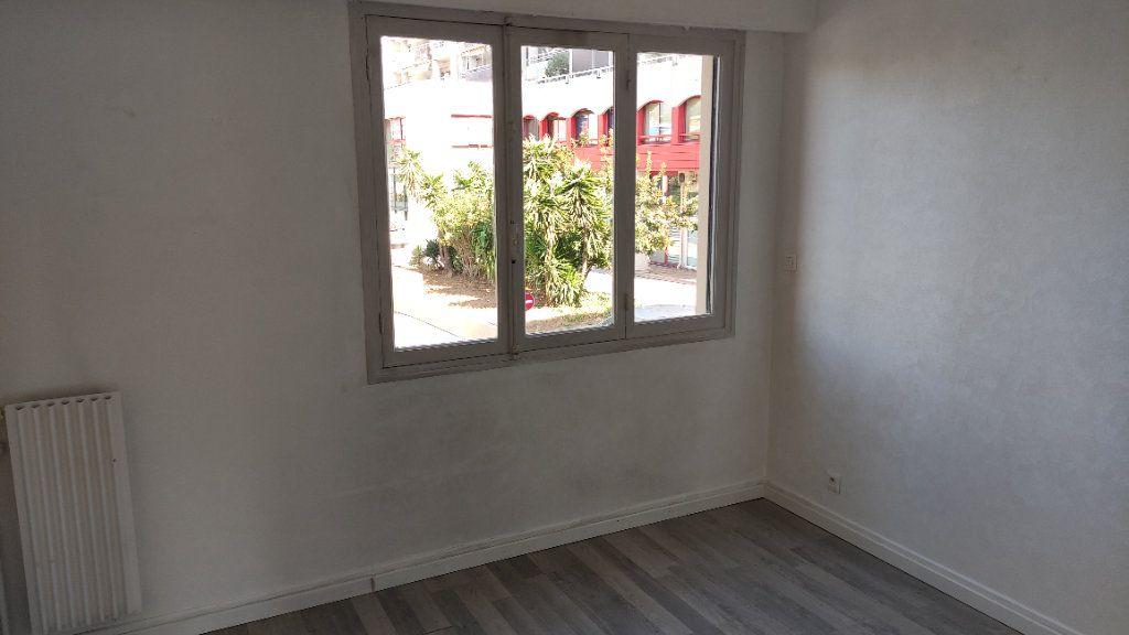 Appartement à louer 3 53m2 à Saint-Laurent-du-Var vignette-6