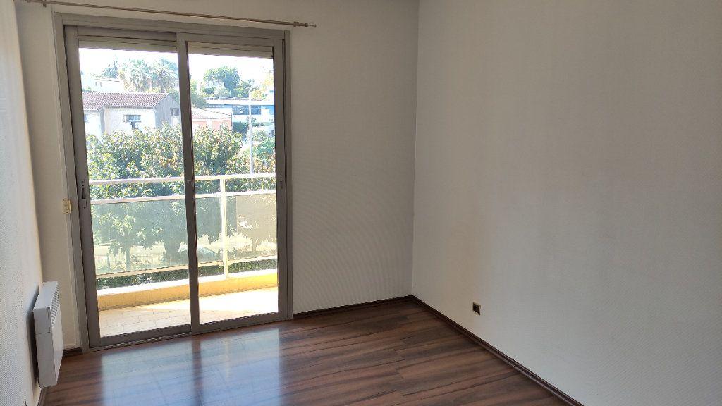 Appartement à louer 3 64m2 à Cagnes-sur-Mer vignette-5