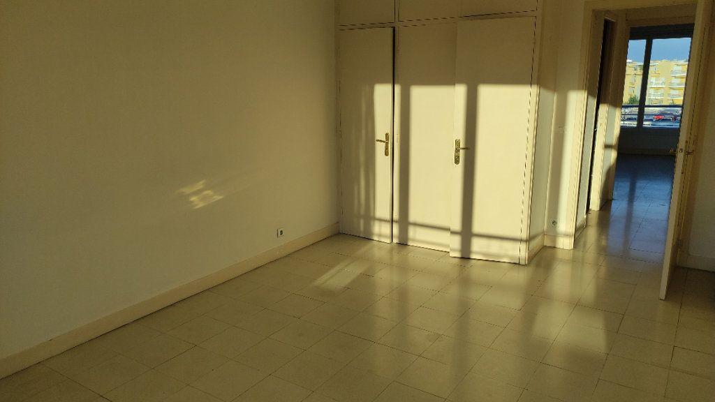 Appartement à louer 3 72m2 à Cagnes-sur-Mer vignette-8