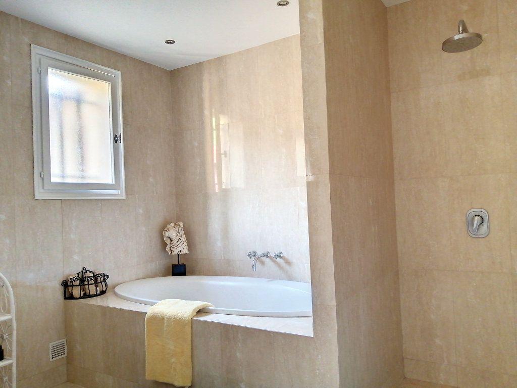 Maison à vendre 5 140.17m2 à Roquefort-les-Pins vignette-10
